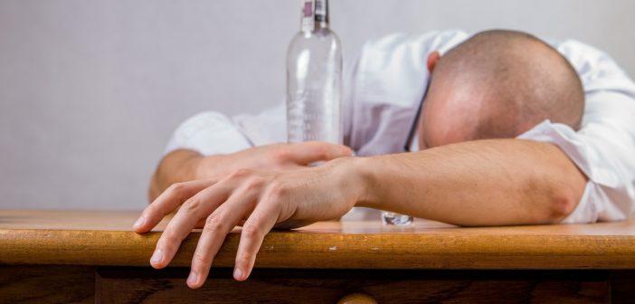 Как выселить соседей из коммуналки — можно ли, алкоголиков, пьющих